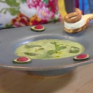 Supă gata în 30 de secunde. Conține castraveți și mentă