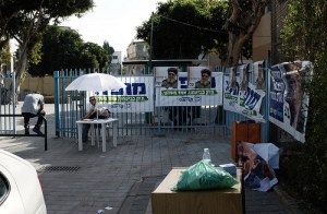 Next to the polling station, photo by Yossi Gurvitz