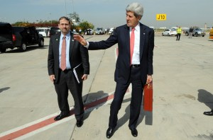 Photo: US Secretary of State John Kerry leaves the US Ambassador to Israel, Dan Shapiro, behind as he concludes his failed trip to Israel on April 1, 2014. Credit: State Department