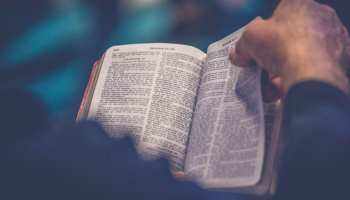 How To Choose The Right Bible Translation For You - rethink