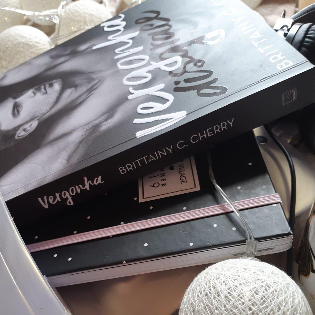 Resenha do livro Vergonha da Brittainy C. Cherry, publicado em 2019 pela Editora Record.