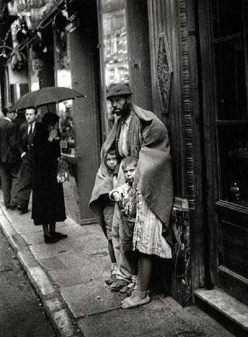 Le photographe Hermes Pato (1897-1978) saisi ce cliché sur la Gran Vía de Madrid en 1940.