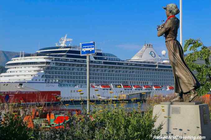 Alesund Town Art Statues Mot Havet Oceania Cruises Marina - Visit The Norway Fjords.jpg