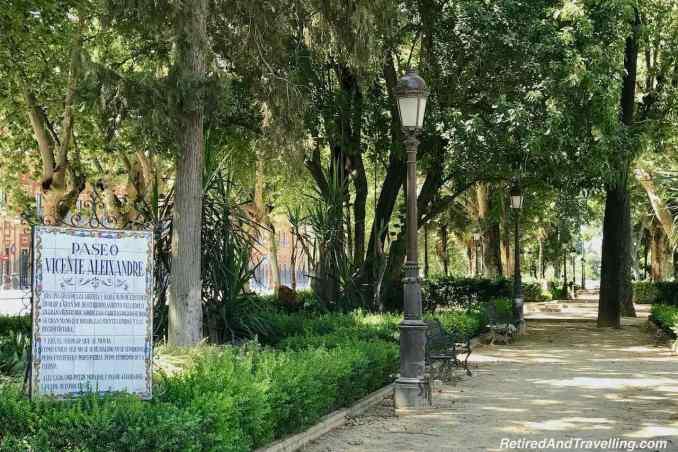 Gardens Seville Santa Cruz Puerta de Jere Walkway.jpg