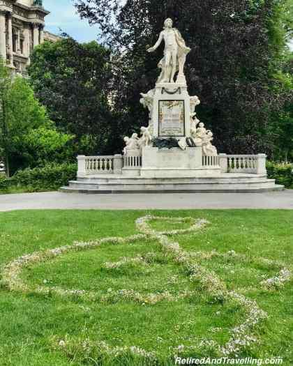Burggarten Mozart Statue.jpg