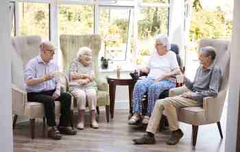 How To Choose A Senior Living Community for Seniors