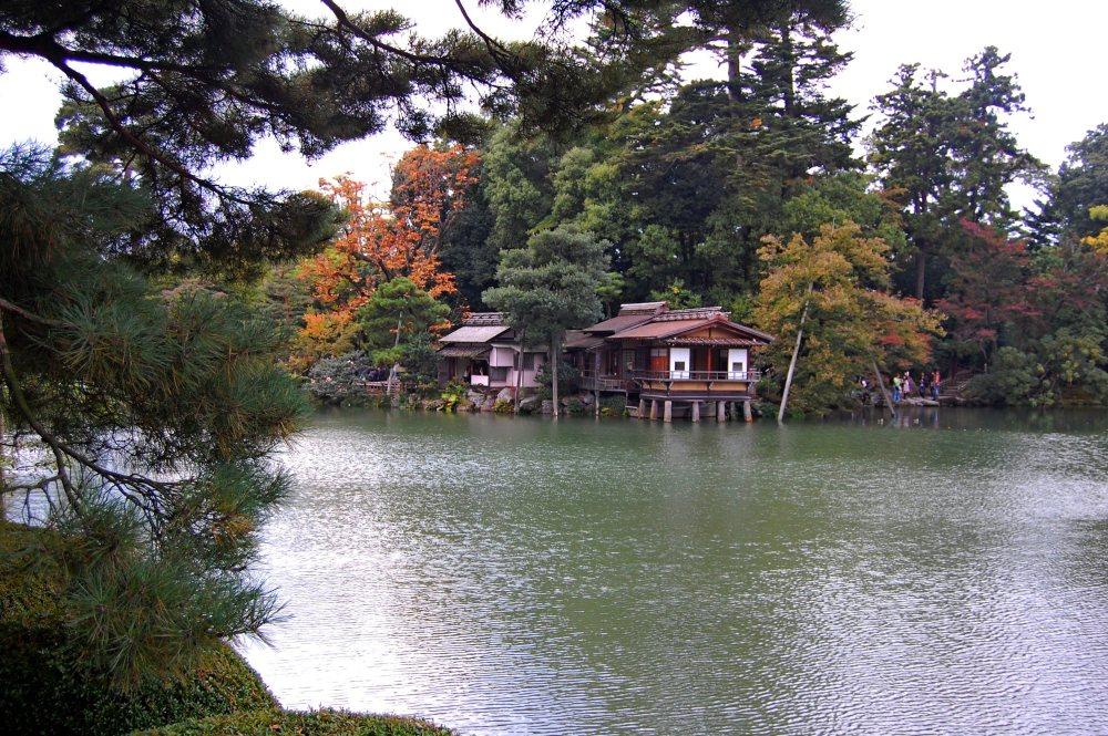 Six Attributes Garden - Kenrokuen Garden (兼六園) in Japan (3/6)