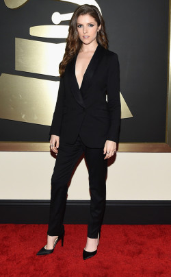 grammys - anna kendrick in band of outsiders