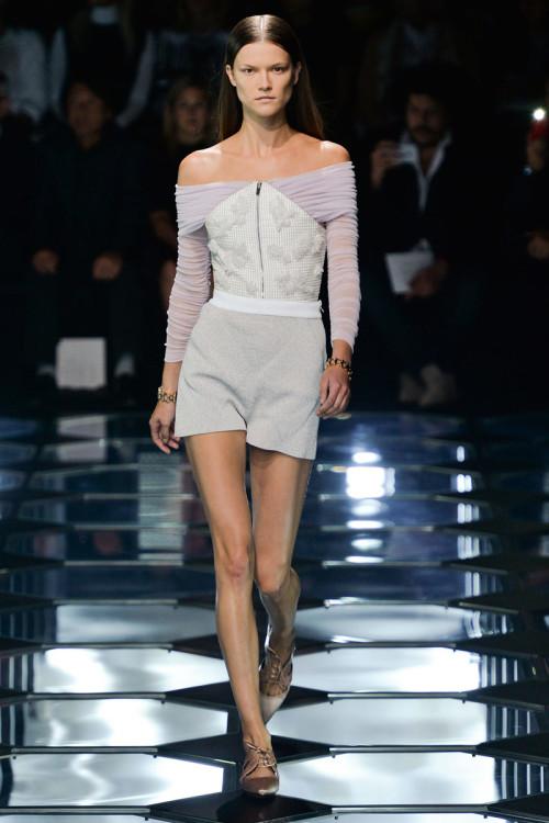 PARIS Balenciaga, Sleek Center Part