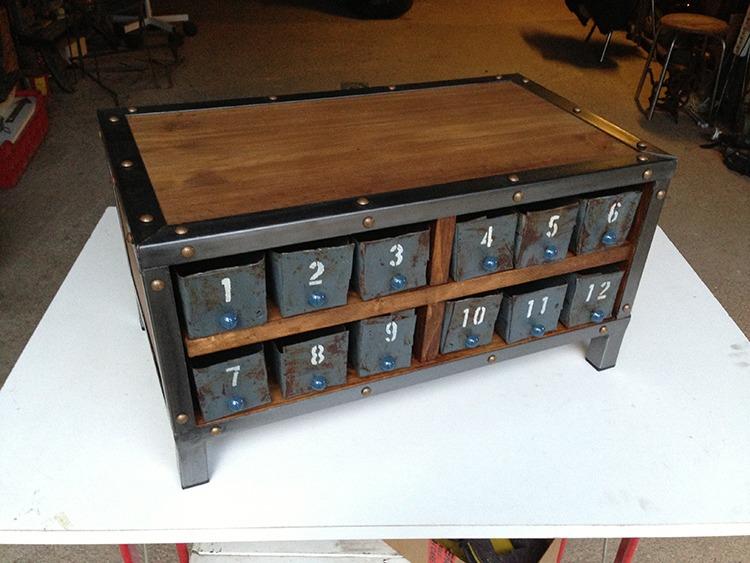 Petit meuble à tiroirs industriel