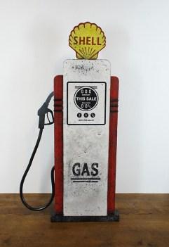 Enseigne en forme de pompe à essence