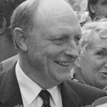 Wim Kok (PvdA) loopt met de Engelse Labourleider Neil Kinnock op de Albert Cuypmarkt *5 september 1989