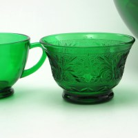 "The recipe for this stunning dark emerald green color was patented by Anchor Hocking and called ""Forest Green""."