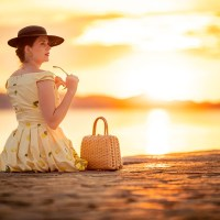 [:de]Style-Tagebuch aus Kroatien: Zitronen-Kleid zur Goldenen Stunde[:en]Style Diary from Croatia: A yellow Lemon Dress in the Golden Hour[:]