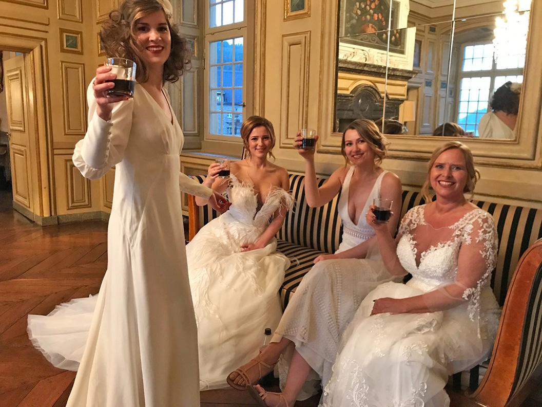 """RetroCat in einem Brautlook für die Fernsehsendung """"Die schönste Braut"""""""