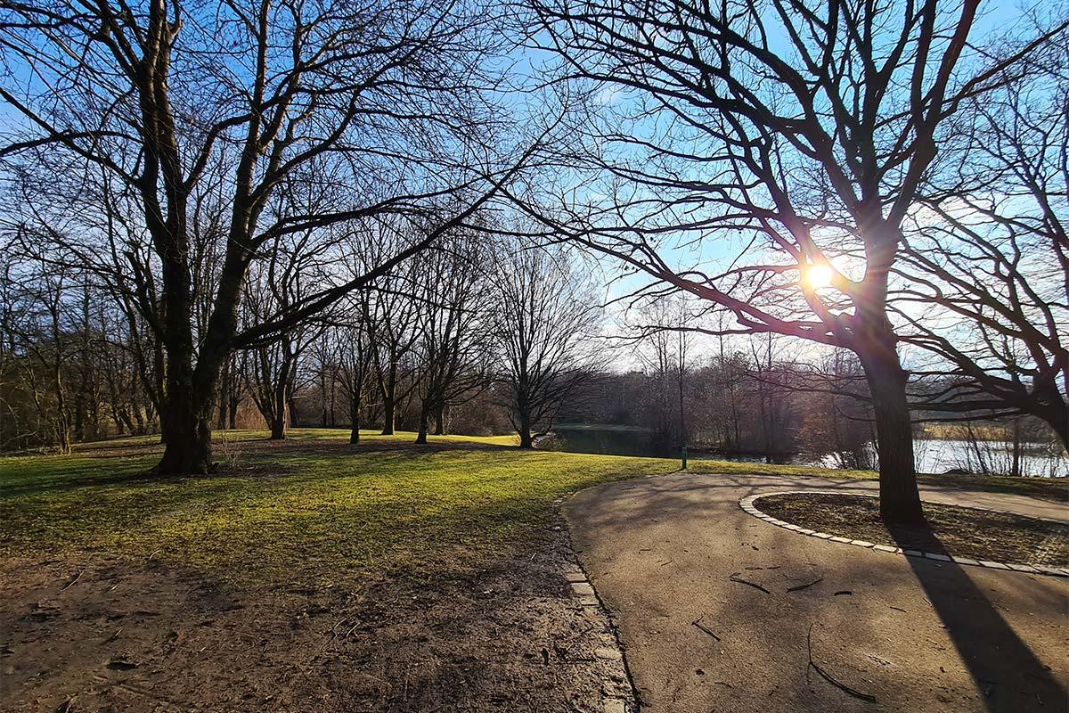 Ein Münchner Park im frühen Frühjahr 2021
