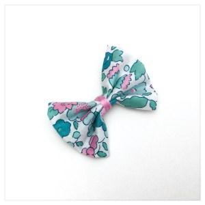 Barrette-à-noeud-en-liberty-of-london-colori-betsy-mint-and-pink-retrochic-boutique