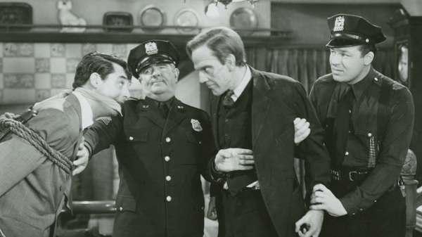 Мышьяк и старые кружева (1944) — смотреть онлайн бесплатно ...