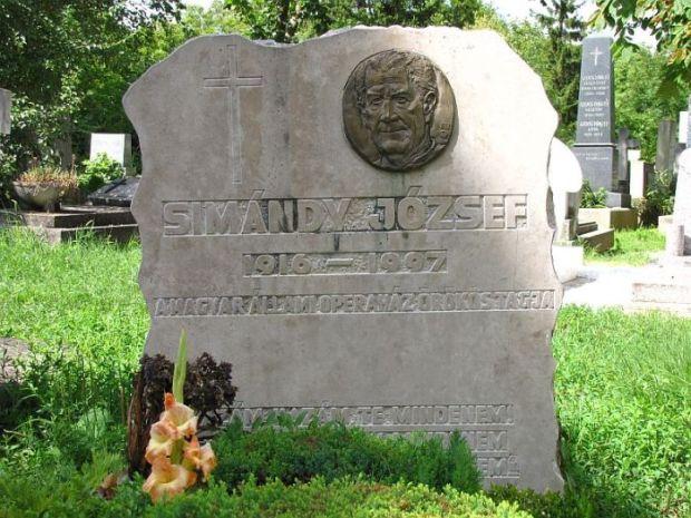 Így néz ki Simándy József síremléke