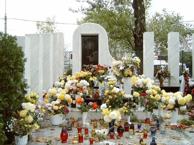 Így néz ki Zámbó Jimmy síremléke