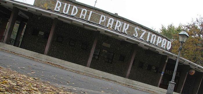 200 forint a belépő a Budai Parkszínpad bulijaira