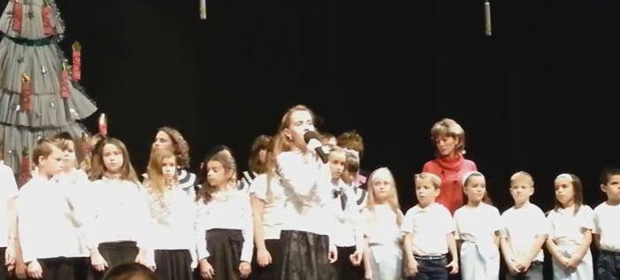 Folynak a könnyeink! Nélküled a cuki gyerekek előadásában