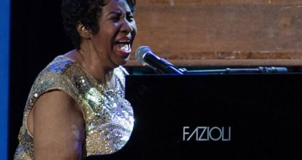 Meghalt Aretha Franklin.