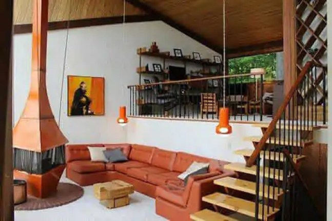 That 70s Ski Chalet -- groovalicious time capsule house