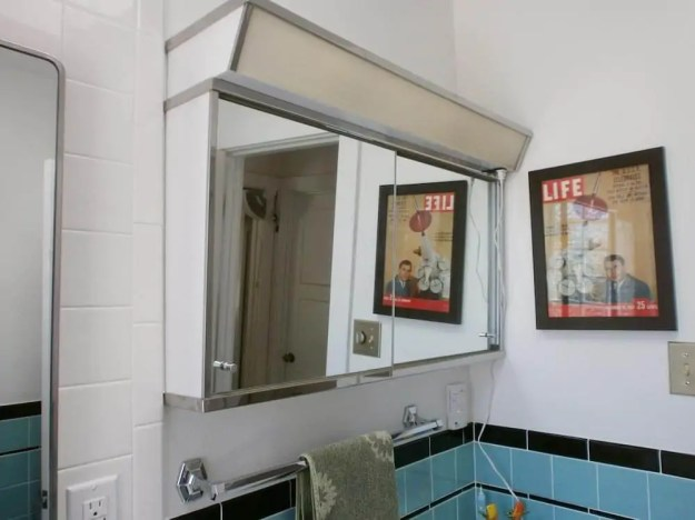 retro bathroom mirrors with unique images | eyagci