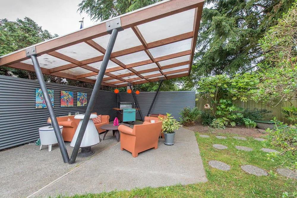 Tammy sells her midcentury house to travel America by camper on Modern Back Patio id=24041