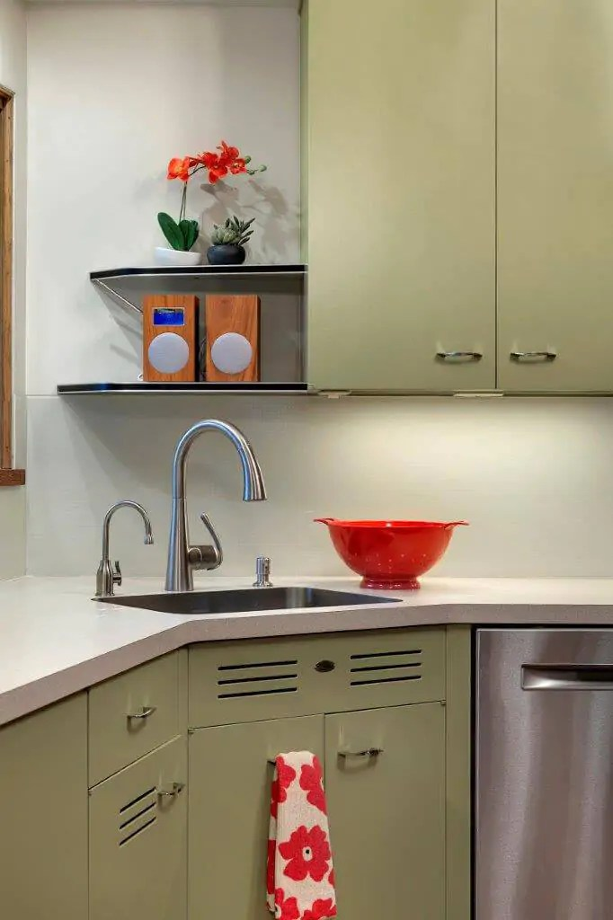 Midcentury modern kitchen backsplash idea: Back-painted ... on Modern Kitchens  id=75453