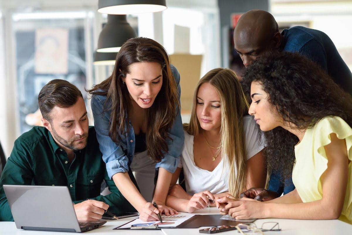Leder i et team viser retningen