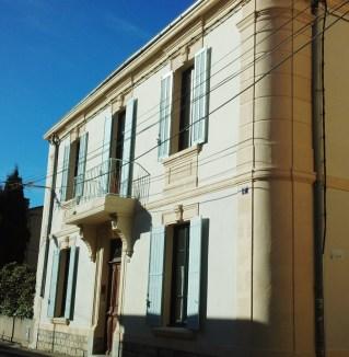 旧市街を歩くと、いろんなスタイルの建物が目を引きます。