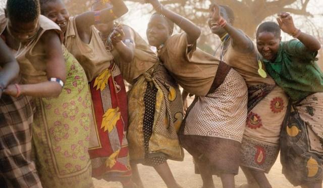 great-hadza-women-dancing-989x576