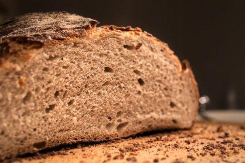 Frisches Bio-Brot vom Bäcker