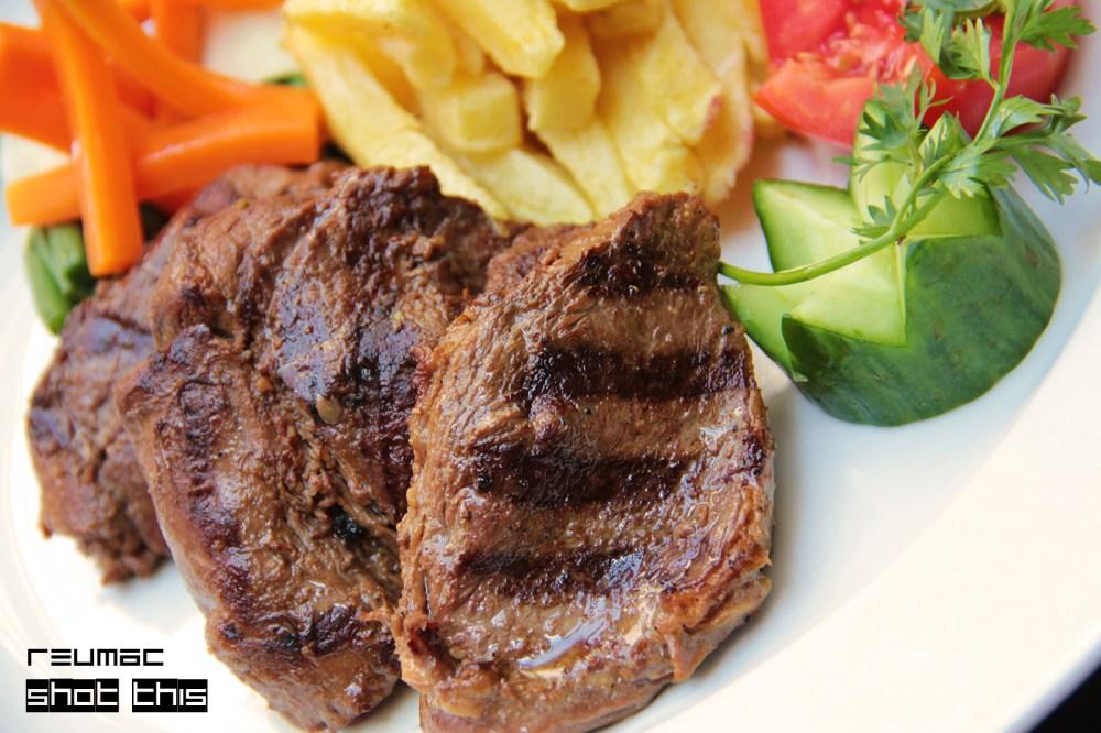 Tasty Treats - Grilled Pepper Steak  (2/3)