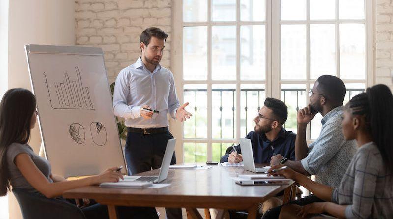 Qu'est-ce qu'un bon manager? Qualités, pièges et questionnement