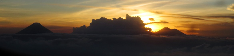 Panorama des Landeanflugs auf Guatemala-Stadt: