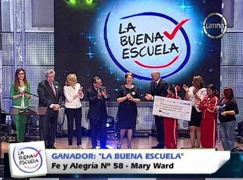 Foto : FyA 58. Premiación como la Buena Escuela. Jicamarca 28.05.14