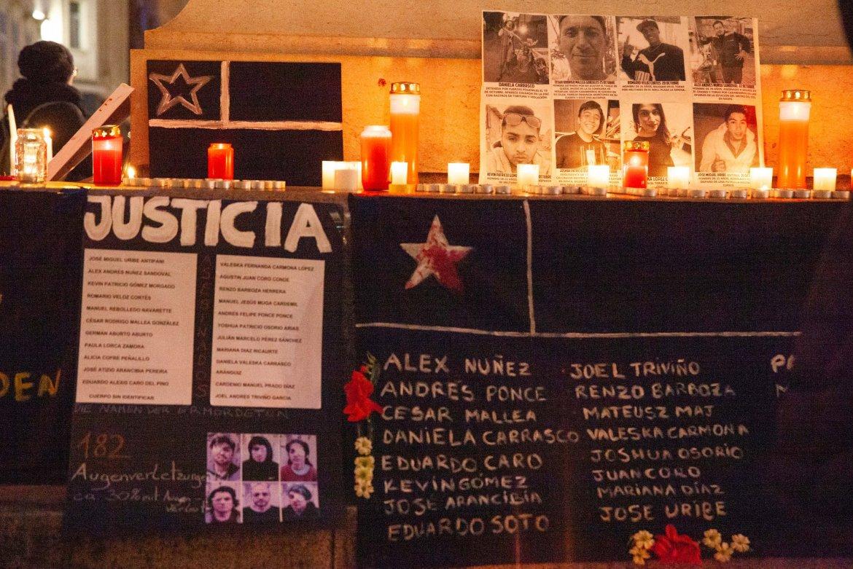 Velatón en memoria de 24 personas asesinadas por las fuerzas de represión del Estado Chileno. Foto Marisell Orellana