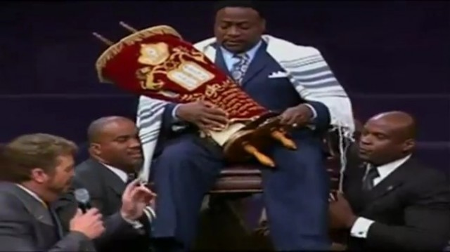 Boy Molestor: Eddie Long Coronated King!!