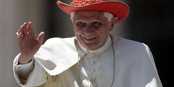 pope_saturn_hat