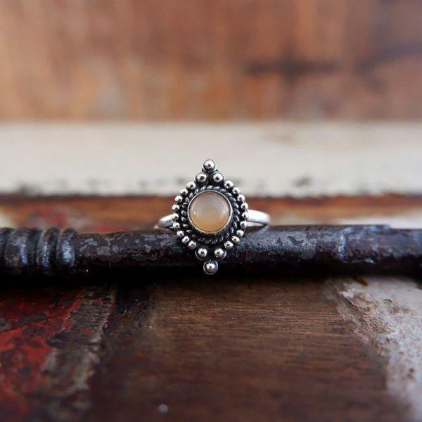 Zilveren ring met Peach Maansteen