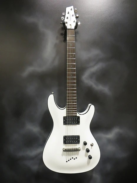 Ibanez Sz320 Electric Guitar In White Finish