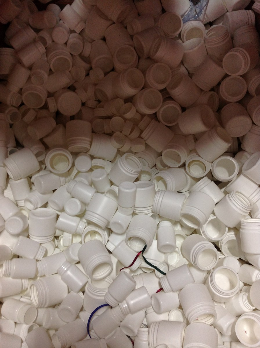 White plastic containers (without lids)