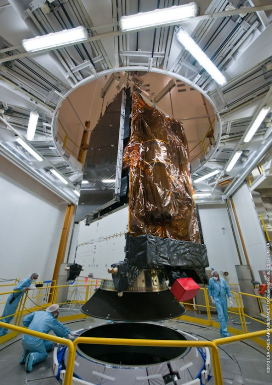 pose ALPHASAT sur SYLDA au BAF VA214 le 12/07/13 (source ARIANESPACE)