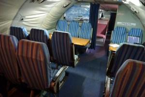 les sièges, surtout pour le décollage et l'atterrisage