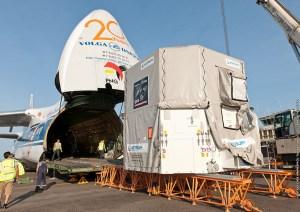 Arrivée du DSA et des panneaux solaires à Cayenne, le 28/08/2013 (source CNES)