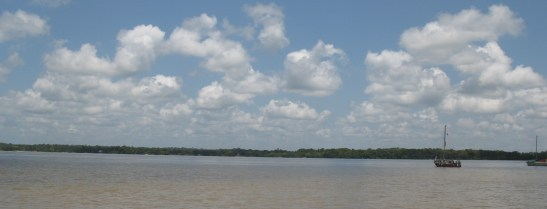 En face, le Surinam