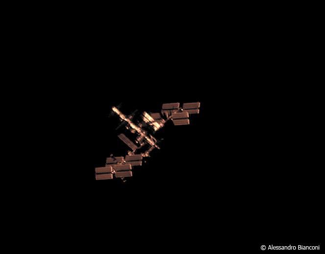 L'ISS vue depuis la Terre avec un télescope de 356 mm par Alessandro Bianconi